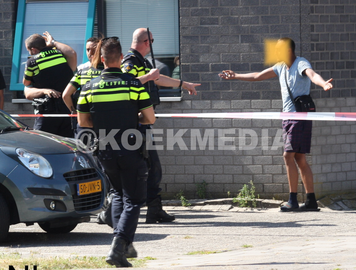 Arrestatie bij opstootje grote brand Schiedam.