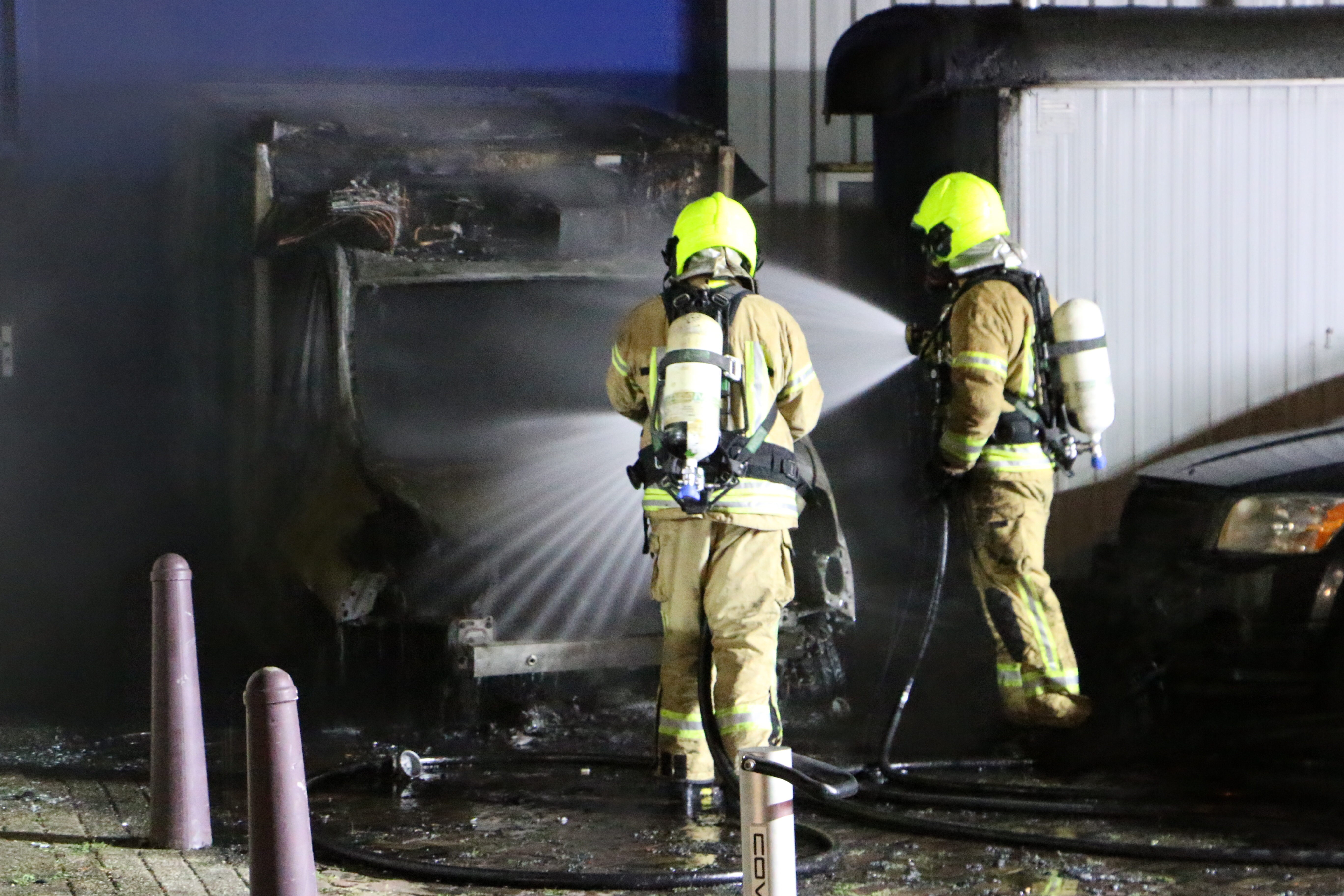 Felle brand verwoest bestelwagen.