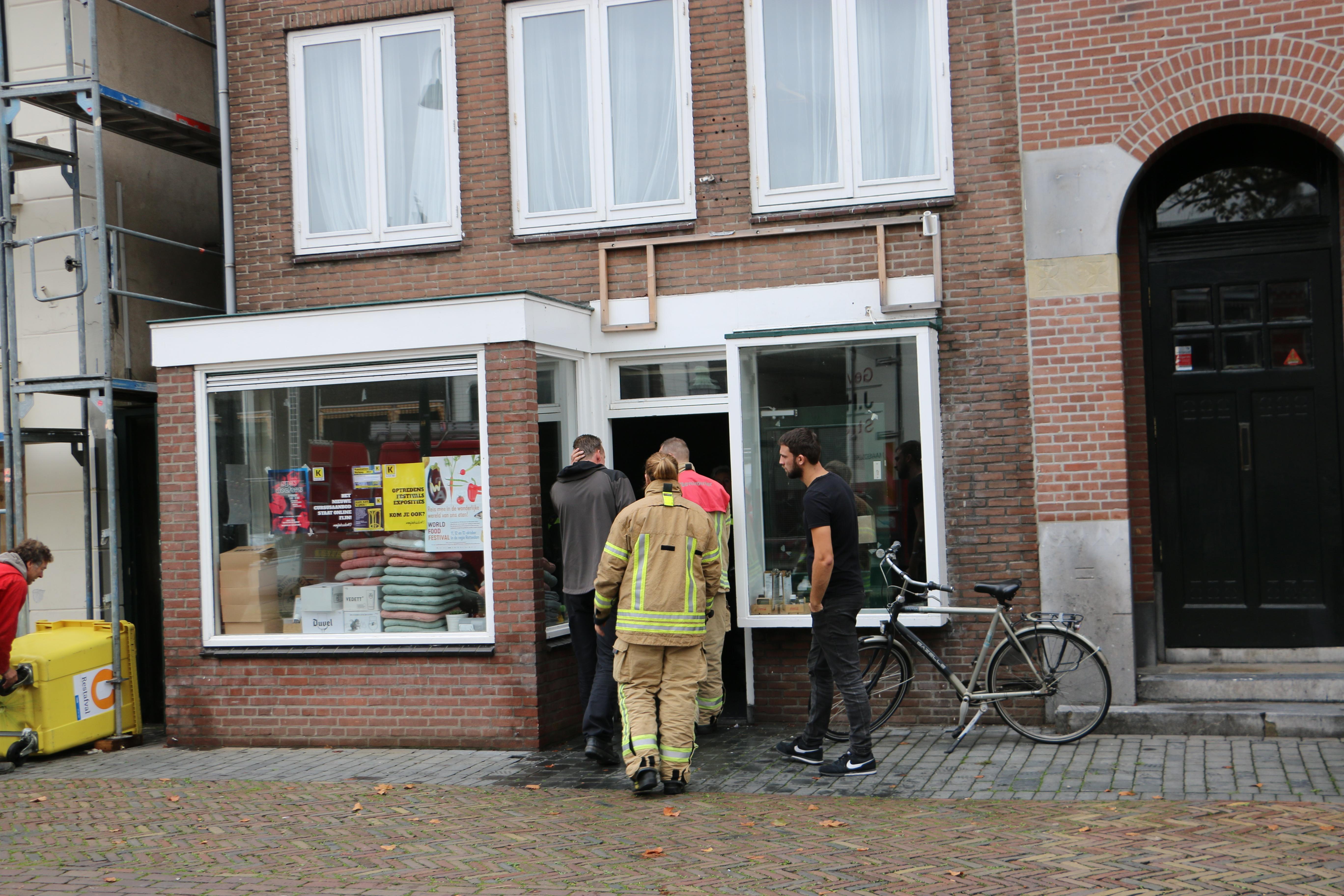 Onderzoek rook en brandlucht in pand Westhavenkade Vlaardingen.