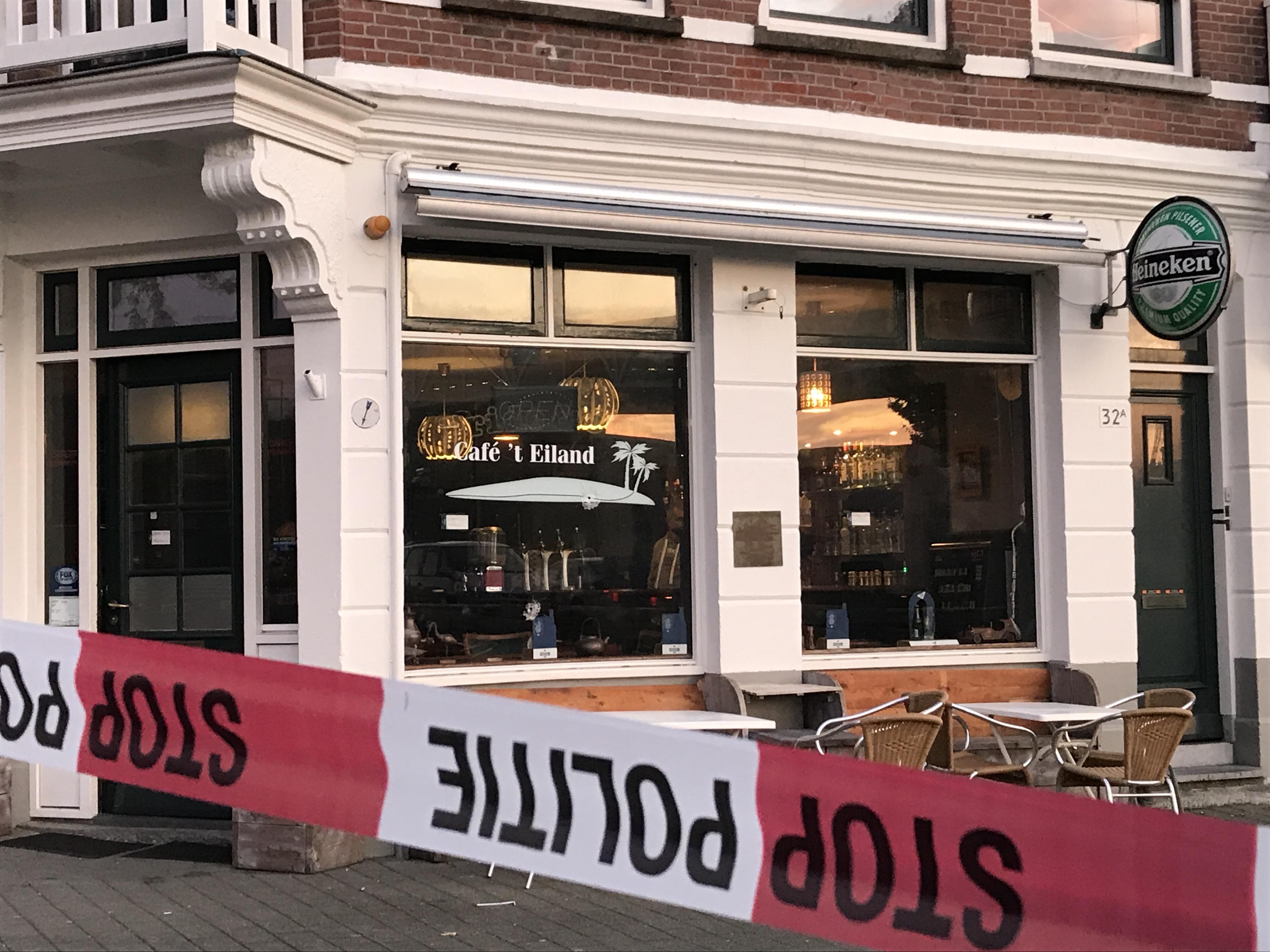 Café en buurtwinkel beschoten in Rotterdam.