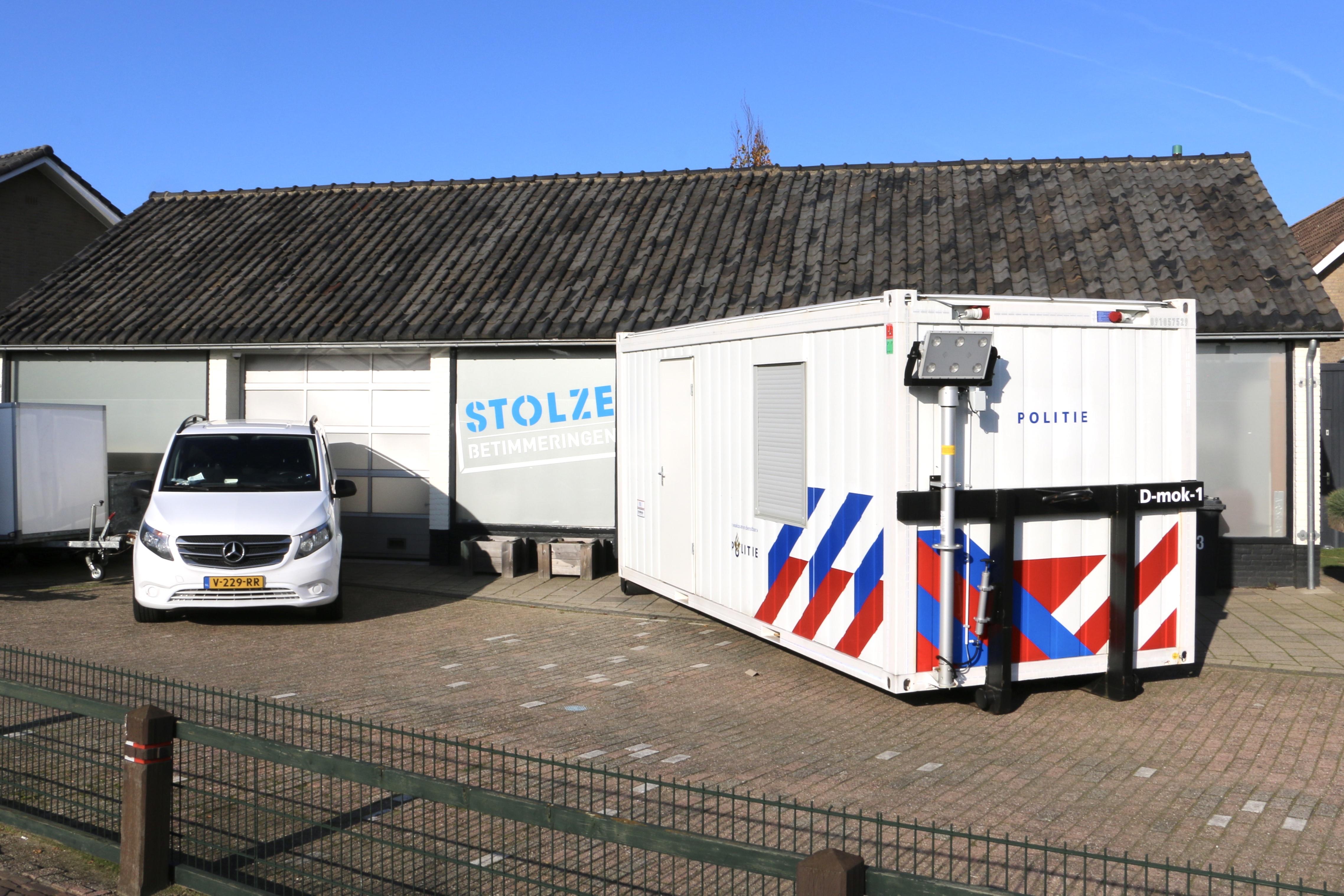 Mobiele politie-unit aan de Heenweg.