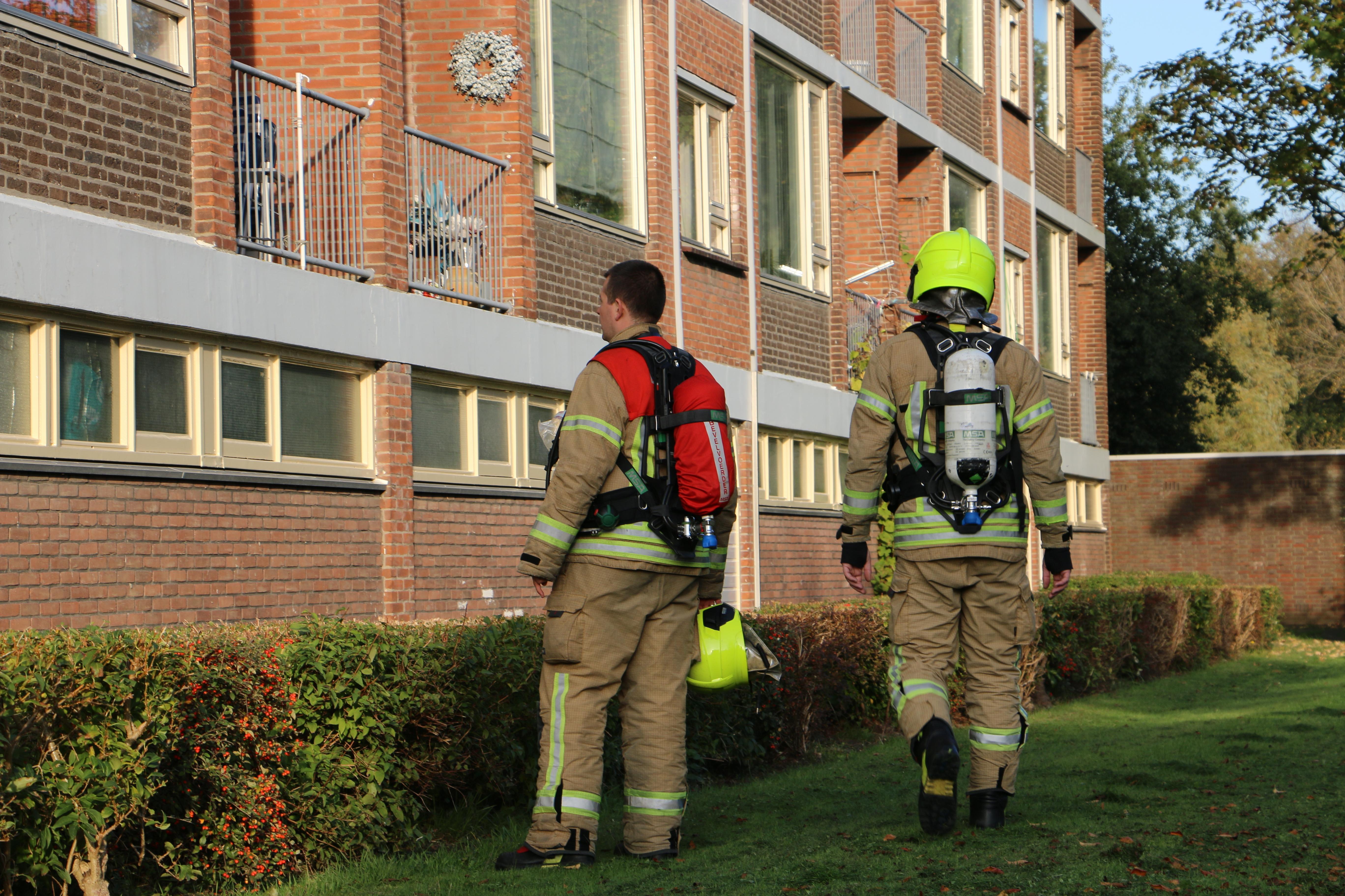 Brandweer naar het Reviusplein in Maassluis voor een gaslucht.
