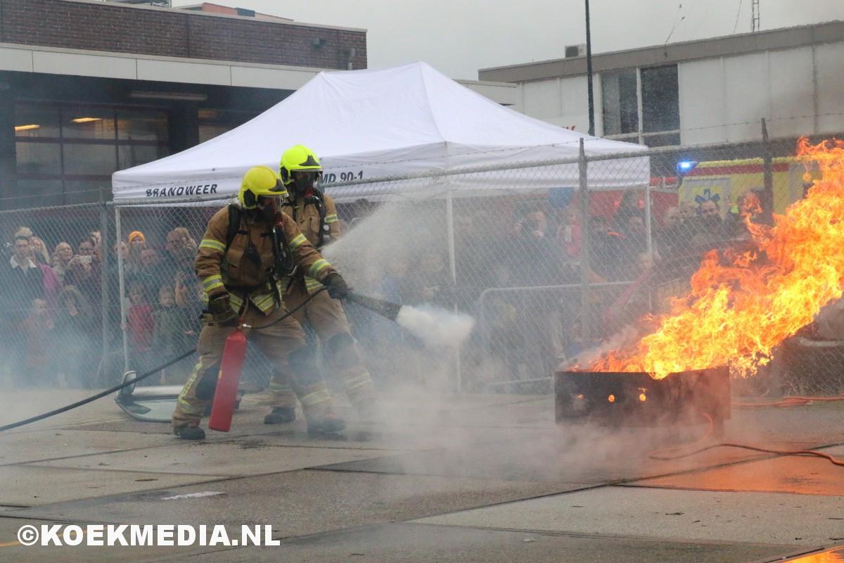 Opendag brandweer Maassluis druk bezocht.