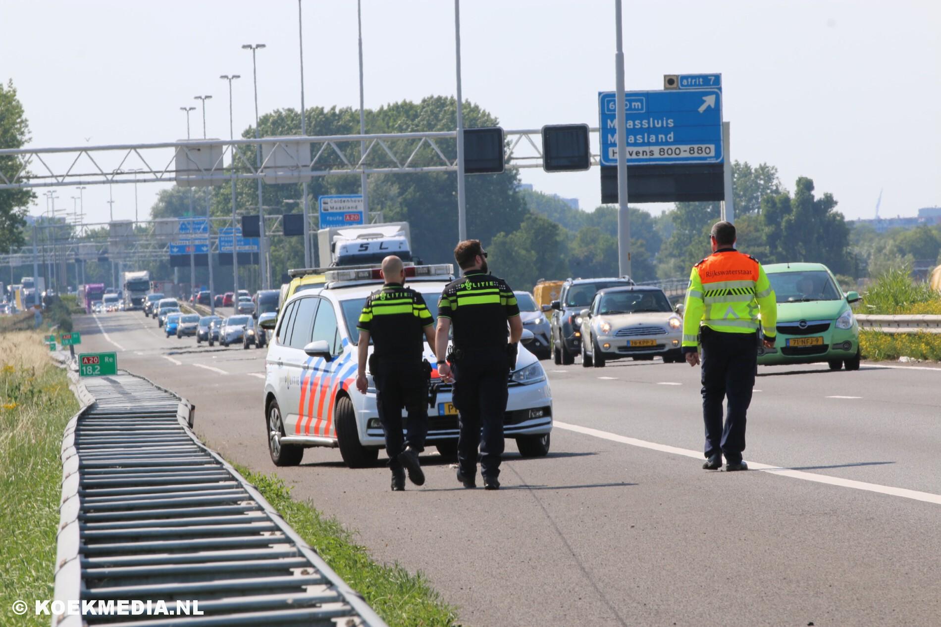 Lange file na aanrijding A20 Maasland richting Vlaardingen.