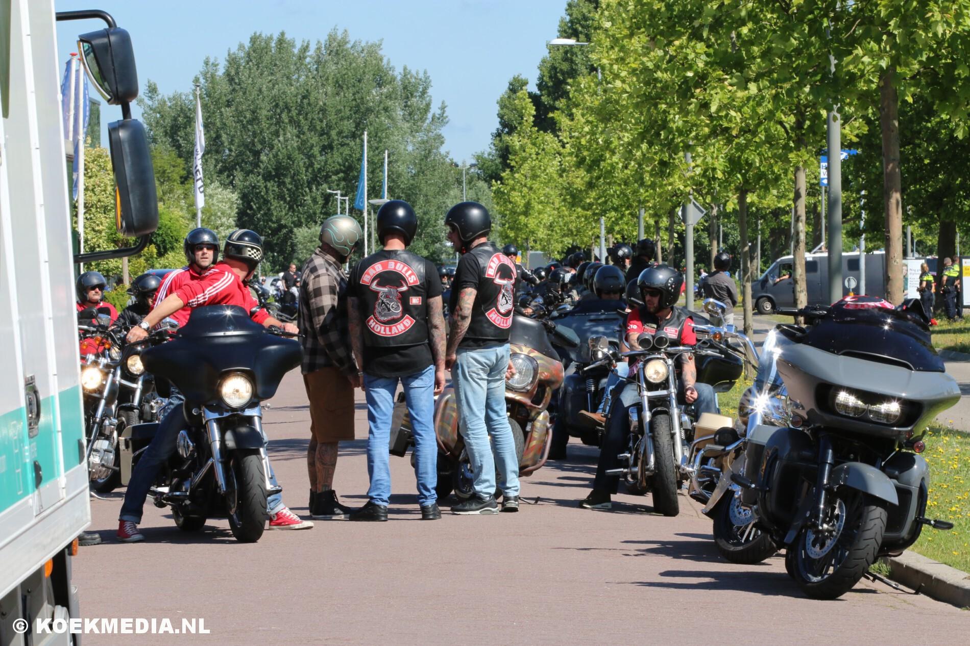 Massale inzet politie bij uitvaart Hell's Angels lid.