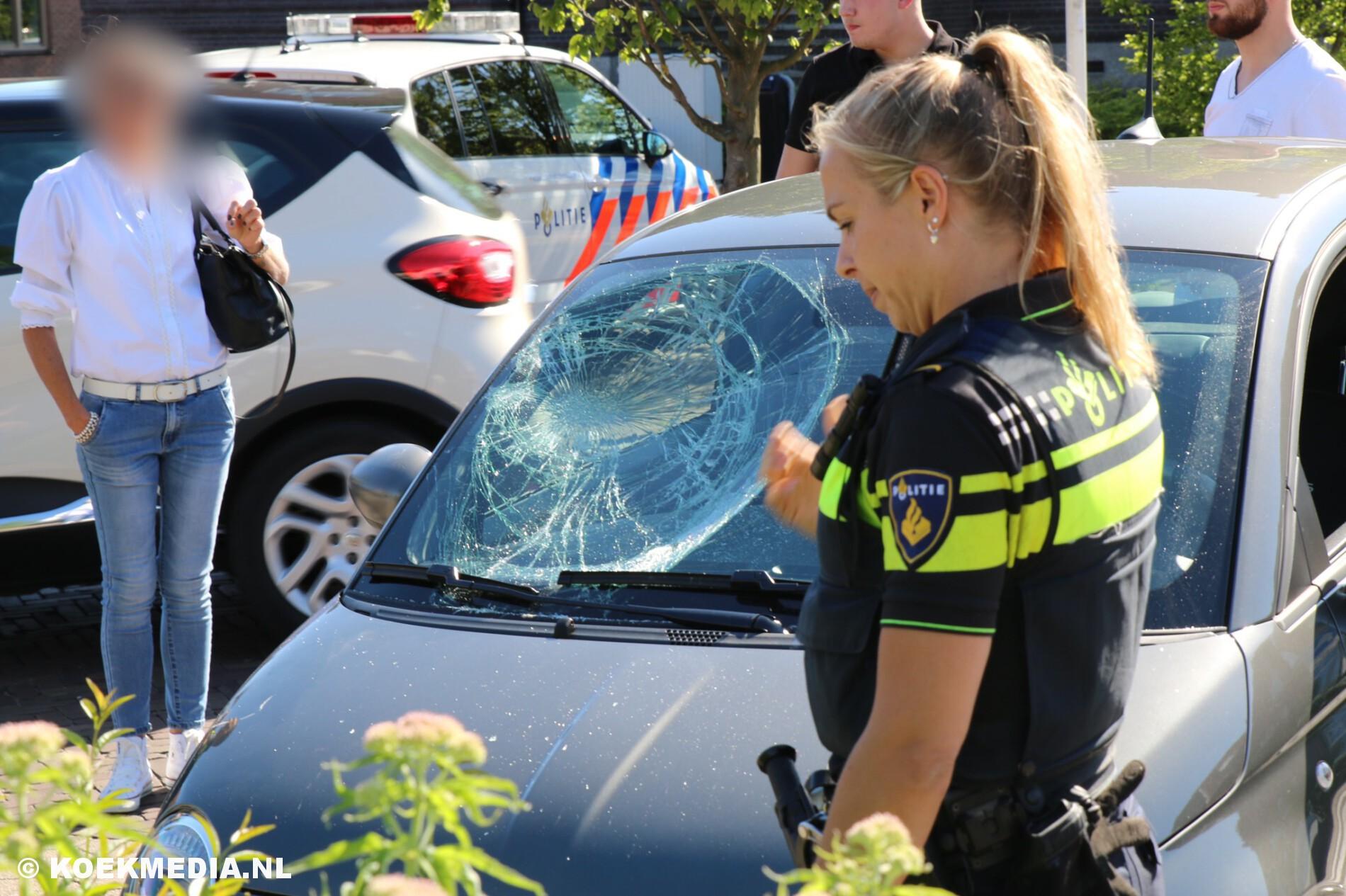 Fietser gewond na aanrijding met auto.