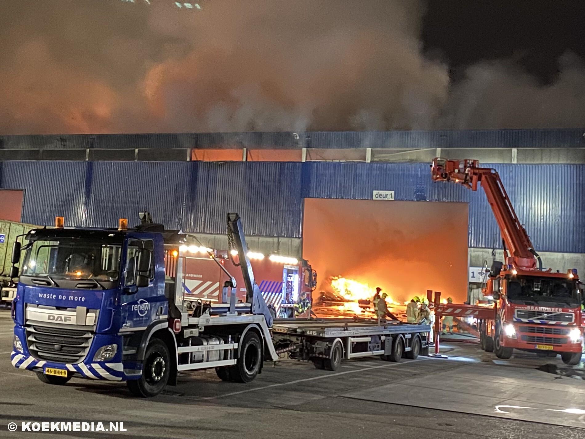 Zeer grote brand bij afvalverwerker Renewi in Vlaardingen