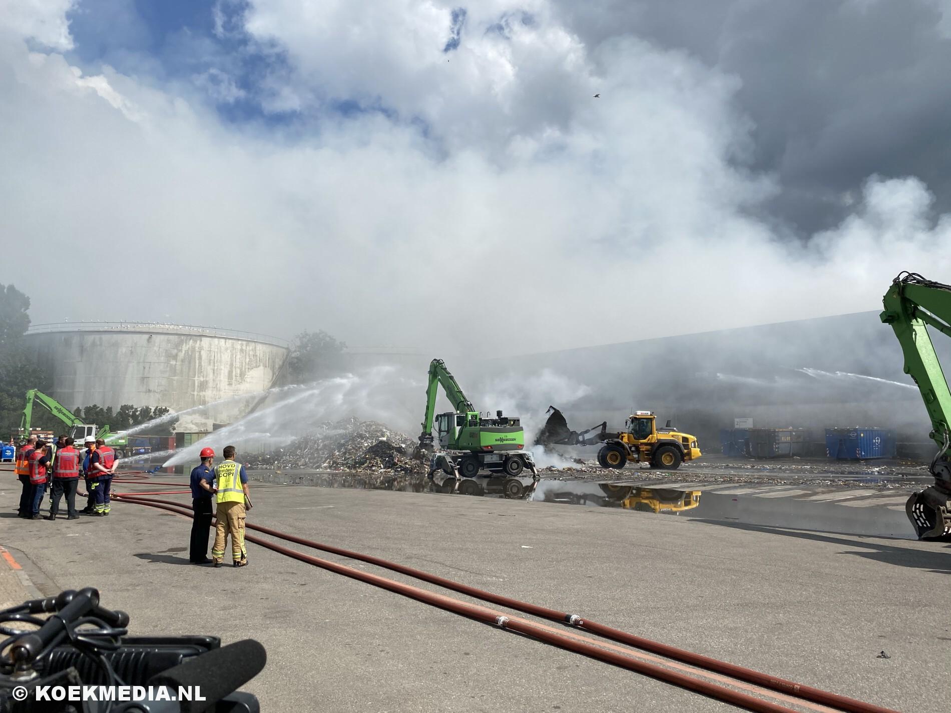 Stank en rookoverlast bij nablussen grote brand afvalverwerker Renewi