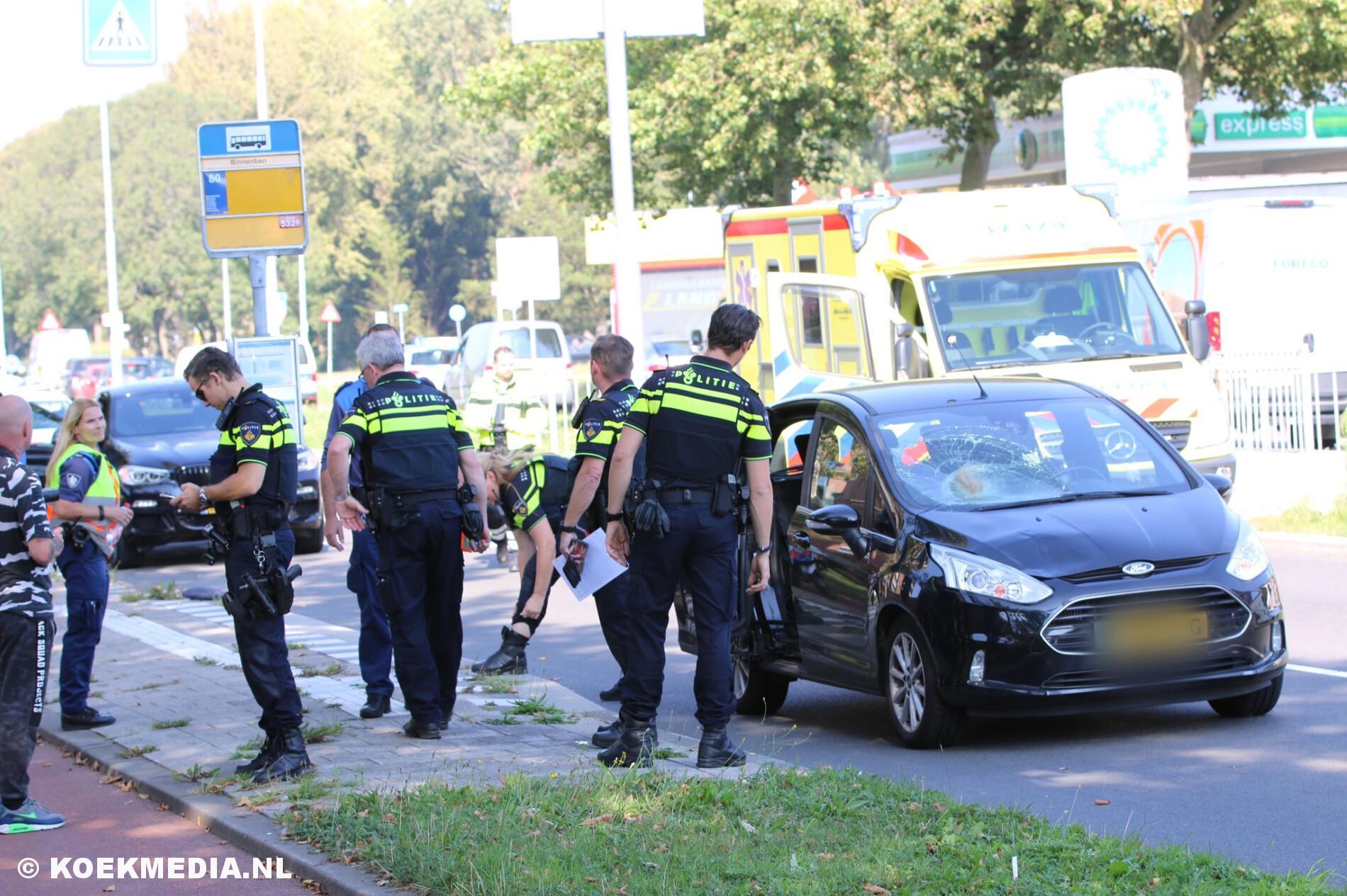 Voetganger in zorgwekkende toestand naar ziekenhuis na aanrijding op zebrapad