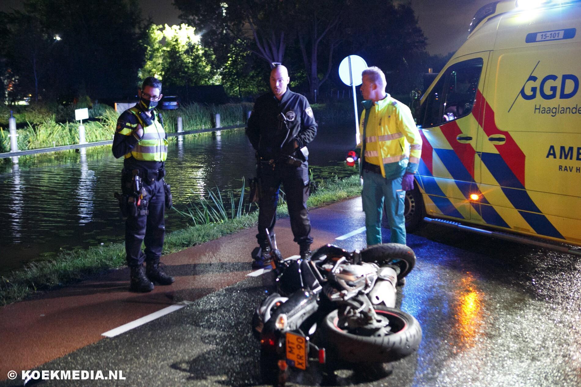 Motorrijder gewond na aanrijding met auto in Den Hoorn