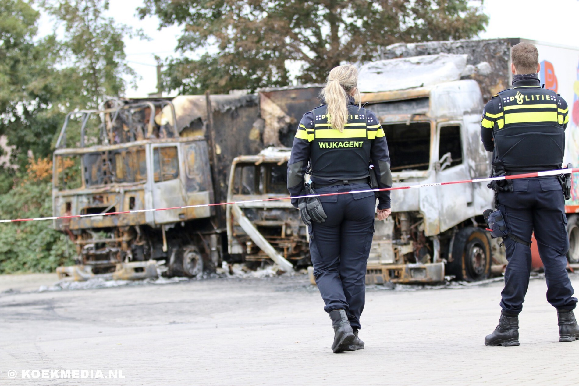 3 vrachtwagens uitgebrand aan de Leehove in De Lier