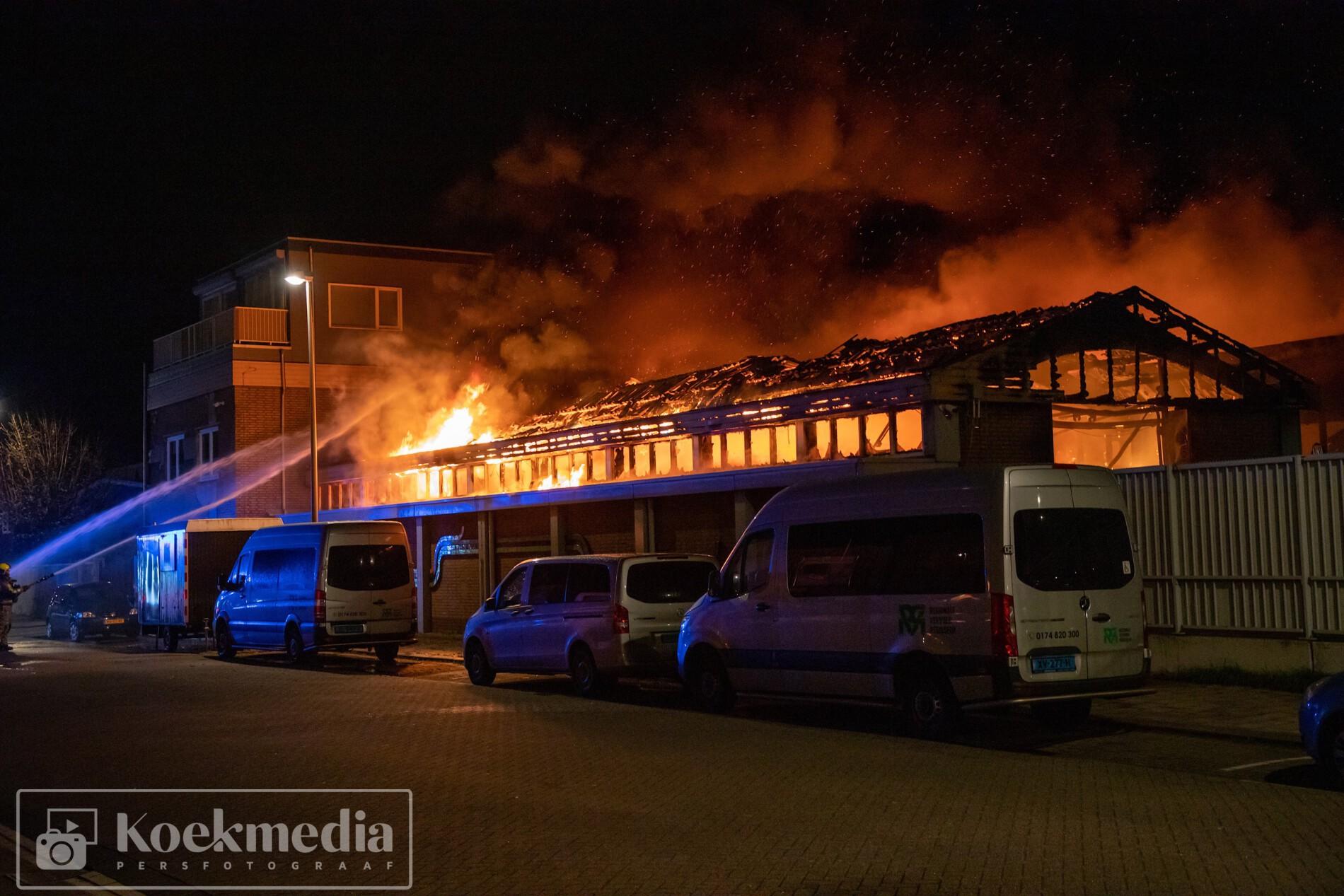 Zeer grote brand in kringloopwinkel Hoek van Holland