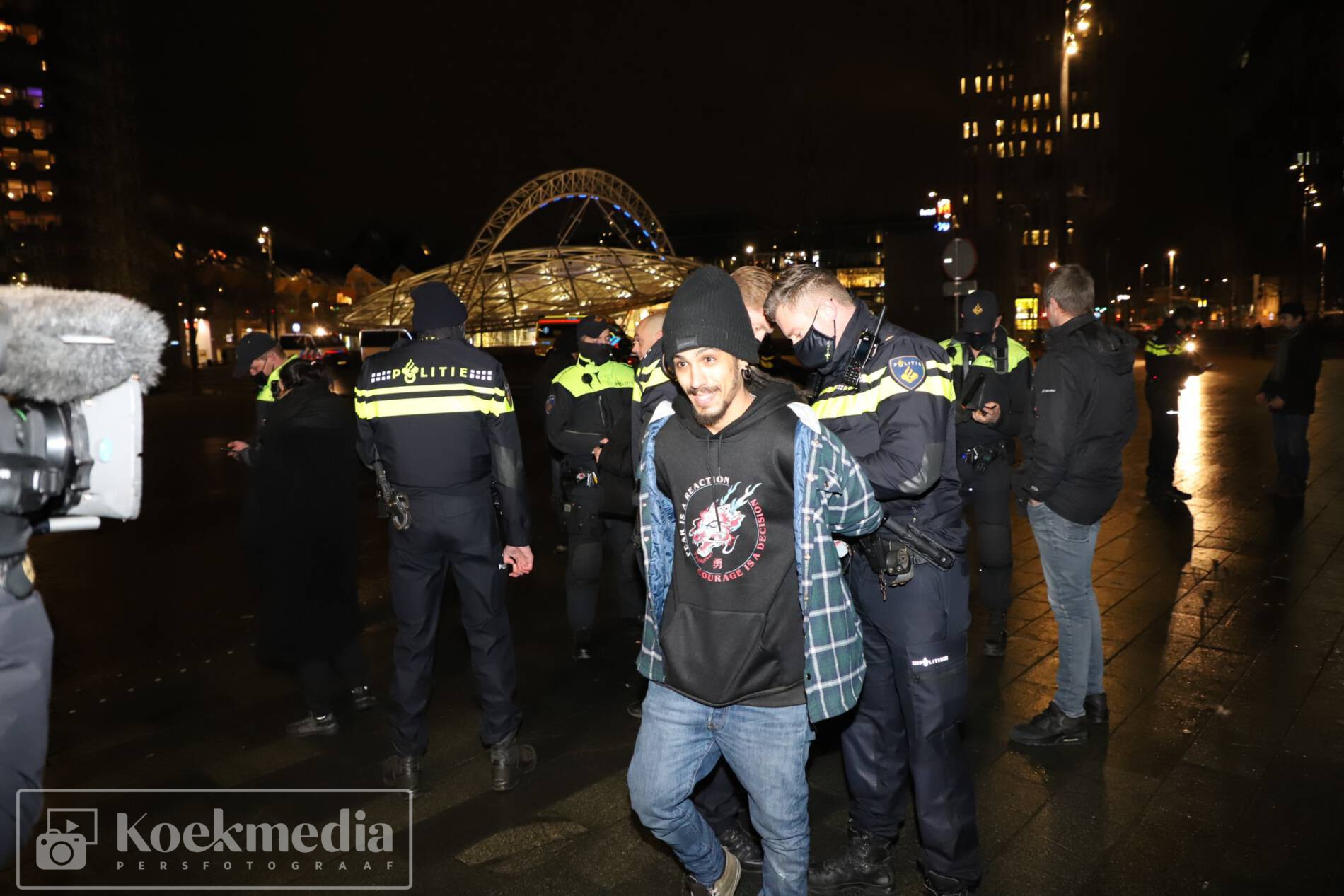 Arrestatie en boetes bij protest tegen de avondklok in Rotterdam