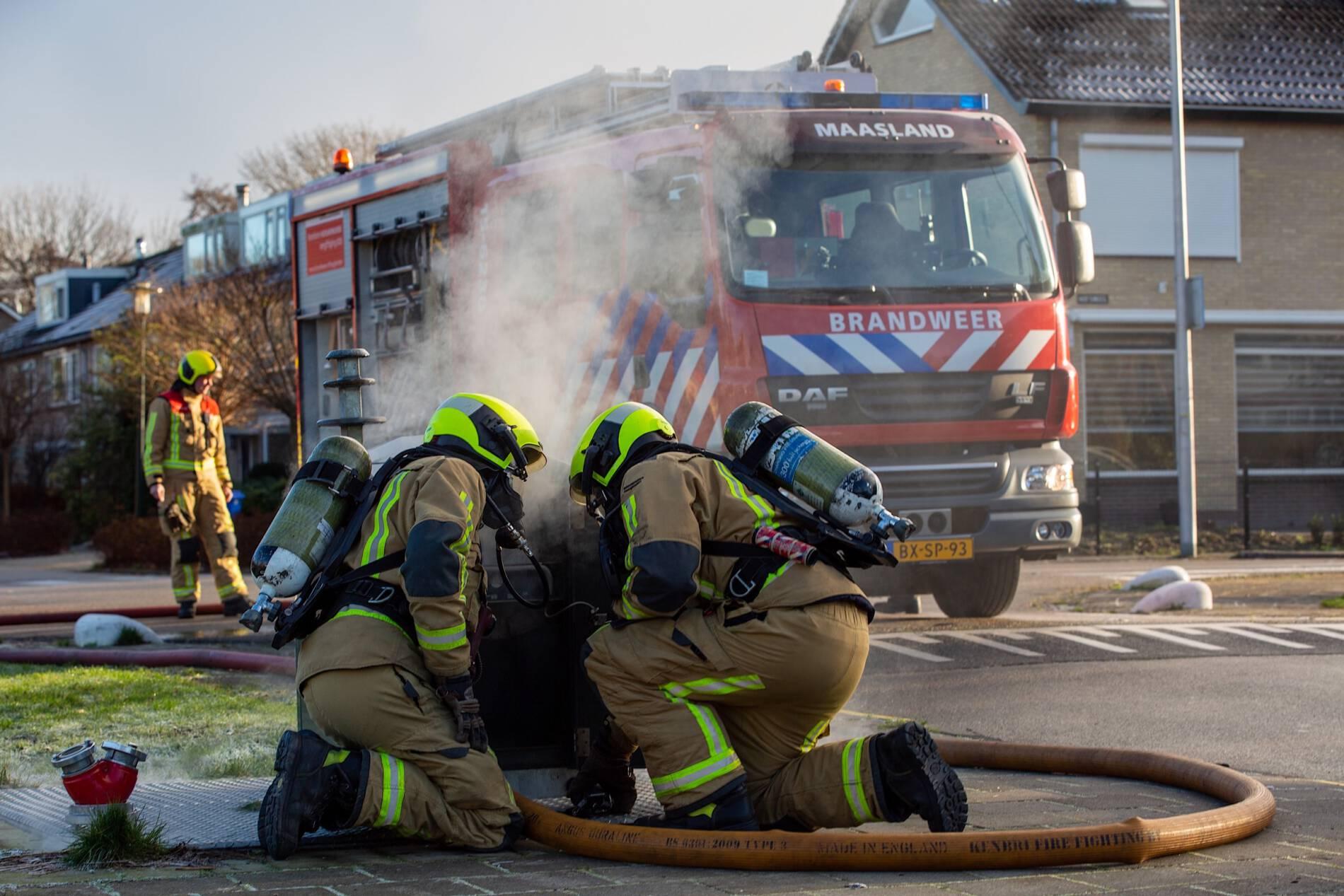 Brandweer blust containerbrandje aan de Doelstraat/Hofsingel in Maasland