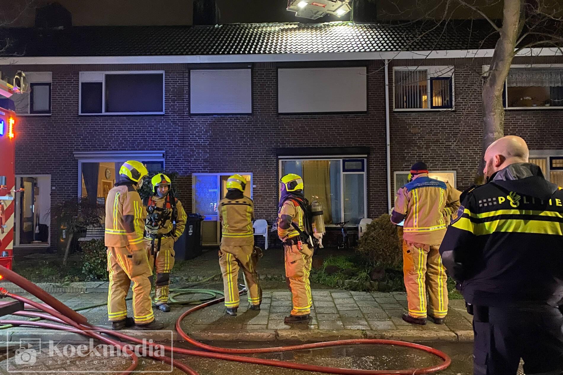 Woningen ontruimd na zolderbrand in De Lier