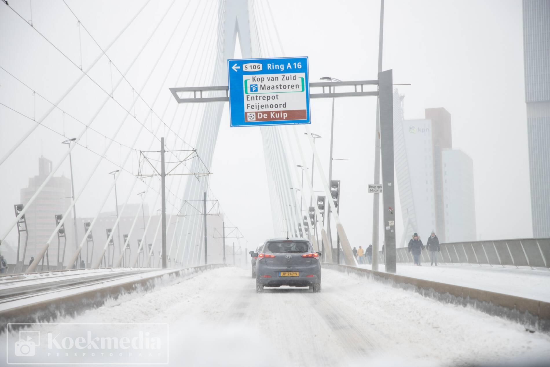 Code rood door sneeuwval in de regio