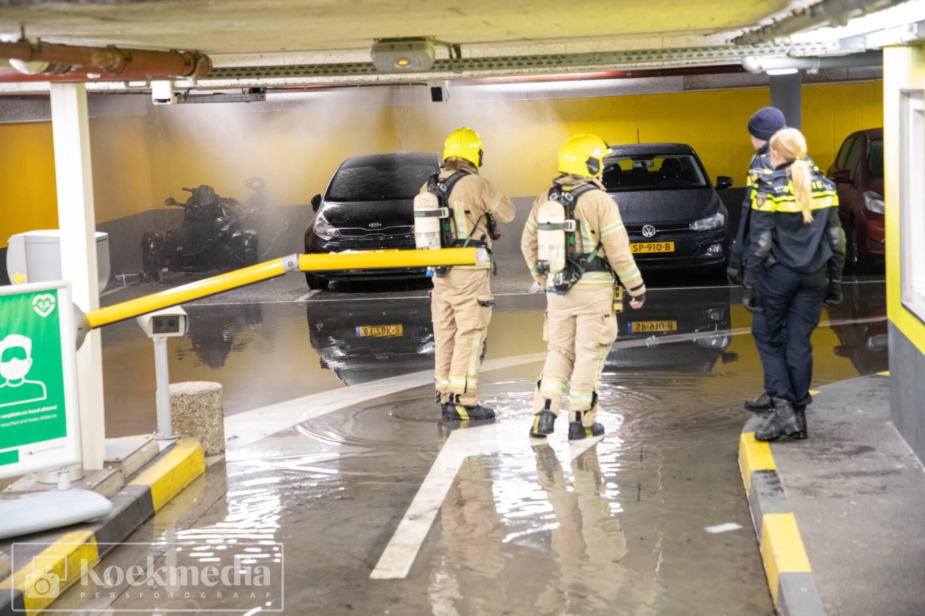 Brand in parkeergarage door sprinkler geblust