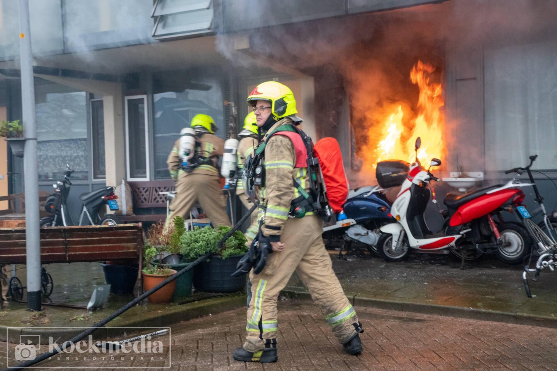Uitslaande brand in flatwoning Peter van Anrooylaan Maassluis