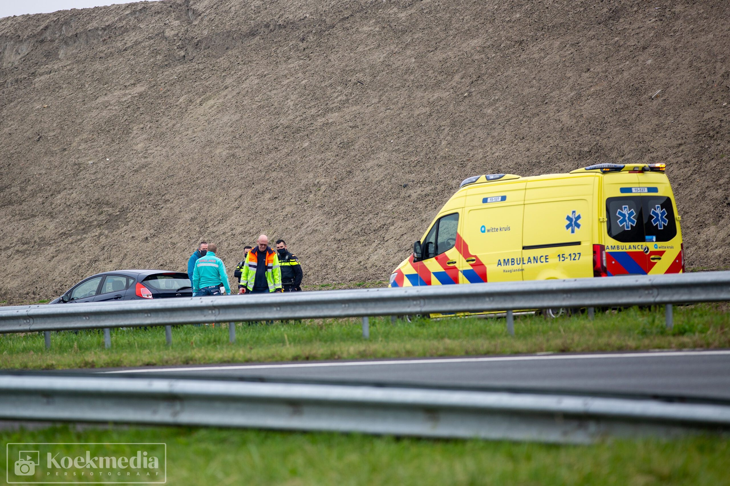 Medische assistentie voor passagier op de A20 Maassluis