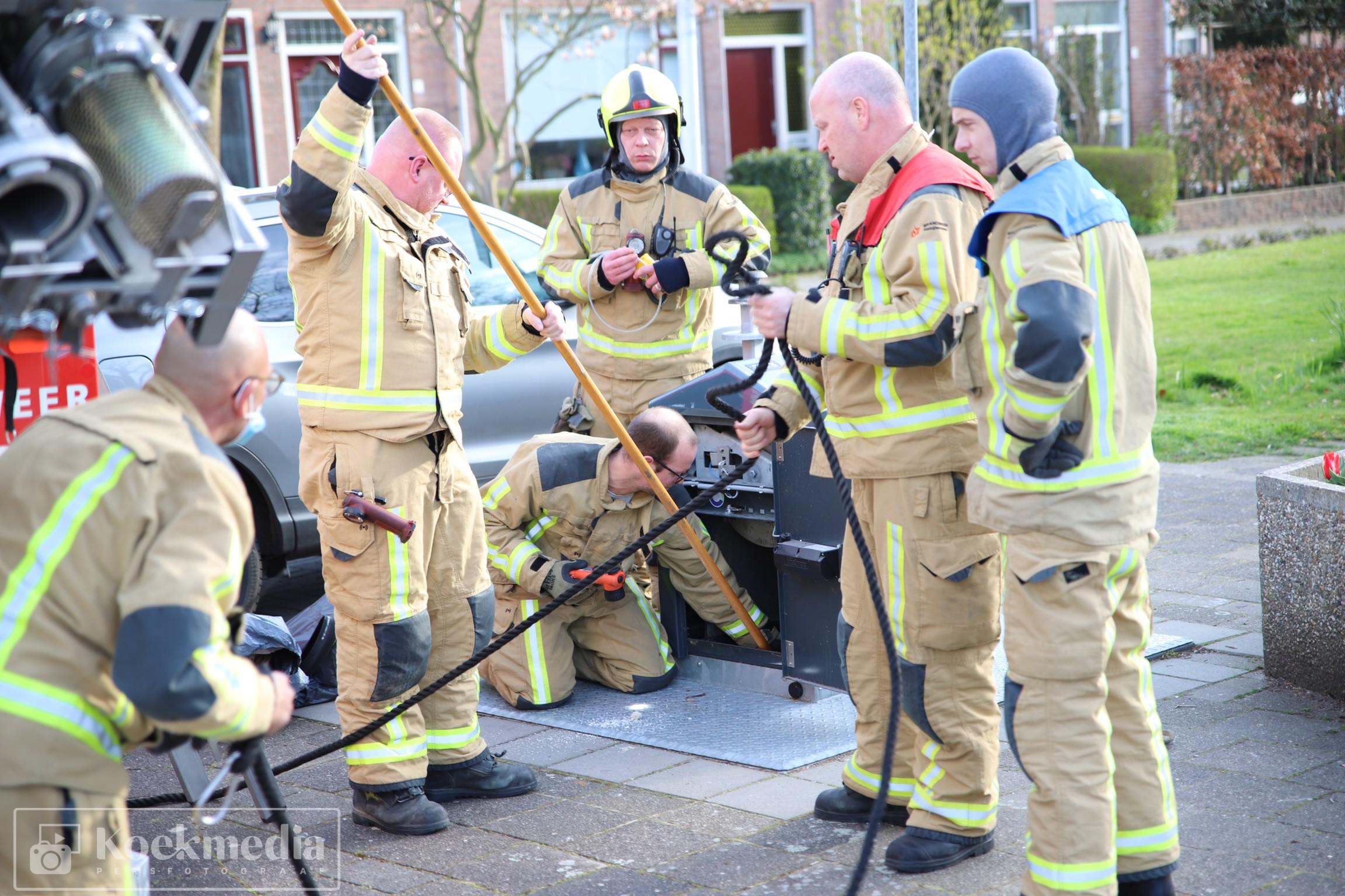 Sleutels per ongeluk in ondergrondse container: brandweer Schipluiden helpt