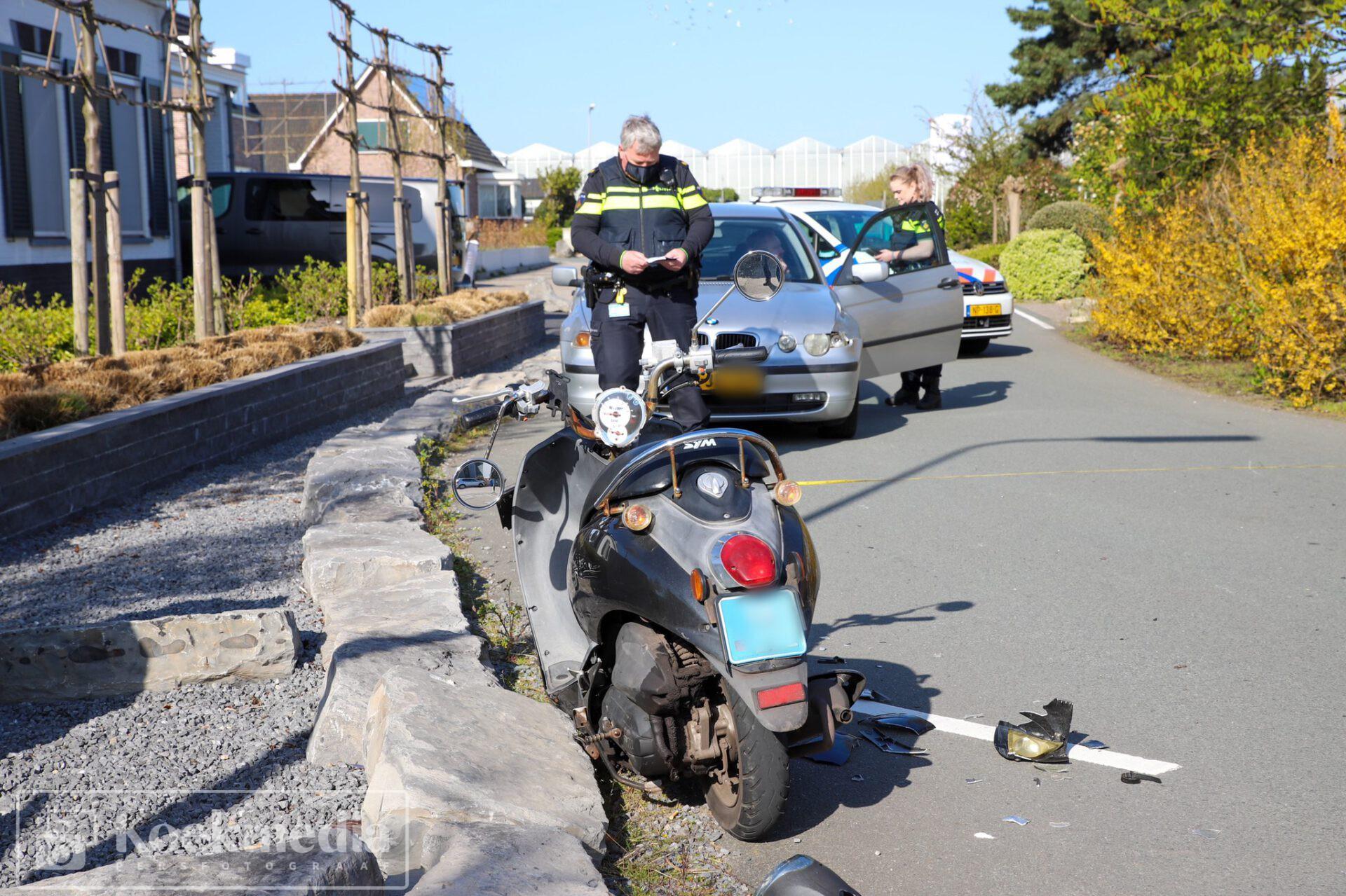 Scooterrijder raakt gewond na aanrijding Tuindersweg