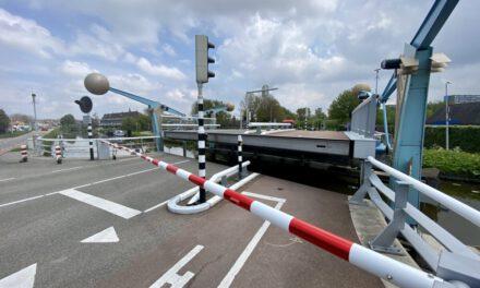 Overgaagbrug in Den Hoorn in storing