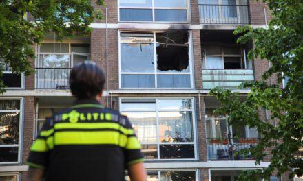 Dode bij uitslaande brand in flat aan de Rosveld in Rotterdam