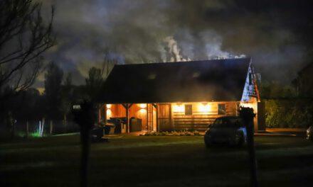 Brand in dak van schuur aan de Zuidbuurt