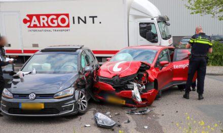 Flinke klapper tussen 2 voertuigen Kiotoweg-Spaanse Polder