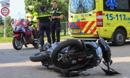 Scooterrijder gewond na aanrijding met auto