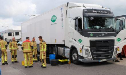 Chauffeur rijdt zijn dieseltank stuk op betonblok