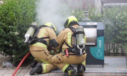 Brandweer blust containerbrandje aan de Westlander in Schipluiden