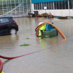Hevige regenval zorgt voor wateroverlast bij tuinder in De Lier