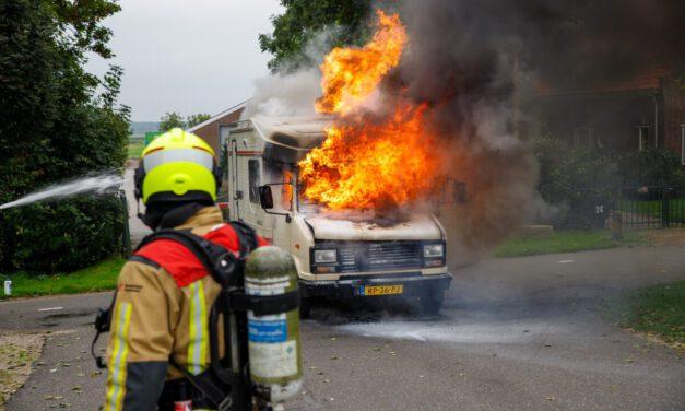 Camper vliegt in brand aan de Oostgaag-Maasland