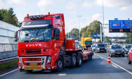 Lange file na aanrijding op de A20 bij Rotterdam