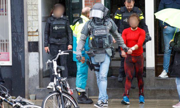 Arrestatieteam houdt verwarde man aan in Schiedam