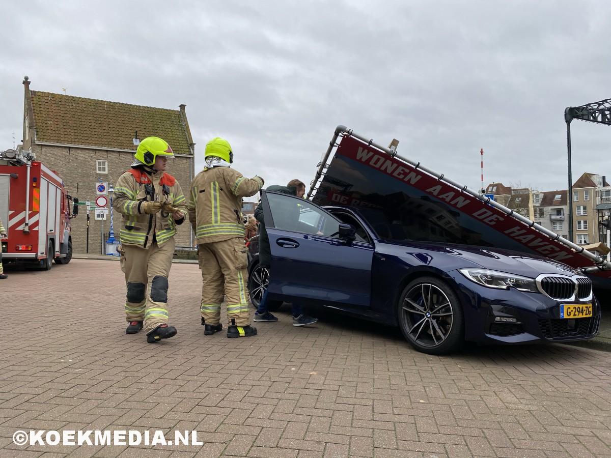 Brandweer Maasluis druk in de weer door storm Ciara.