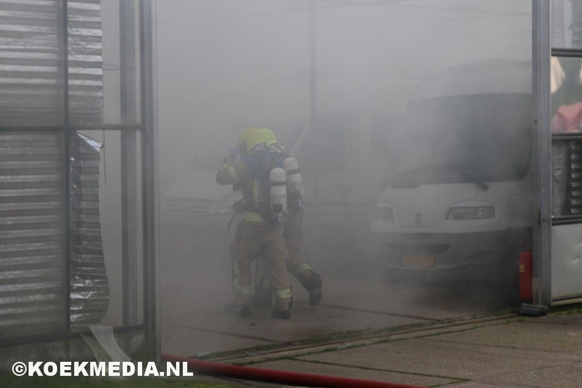 Grote brand in caravanstalling Wildersekade Rotterdam.