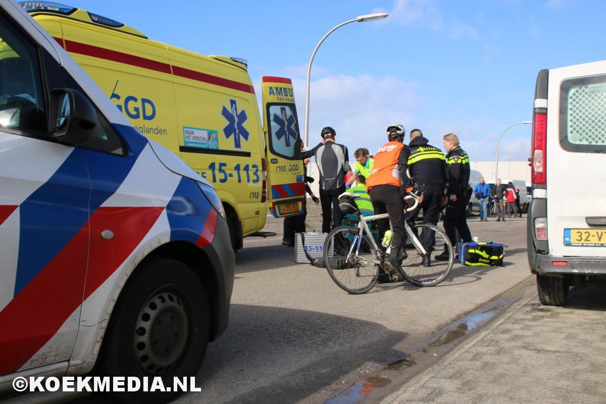 Wielrenner zwaar gewond na valpartij in Den Hoorn.