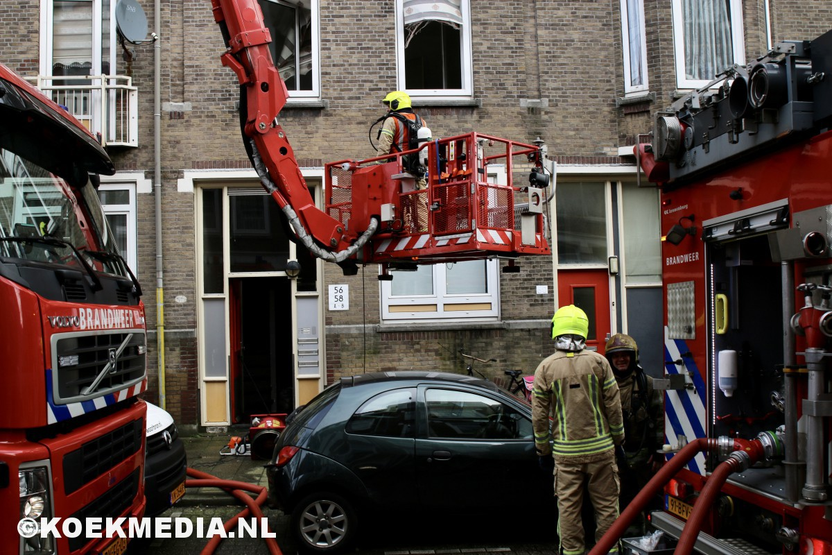 Woningen ontruimd na kelderbrand.