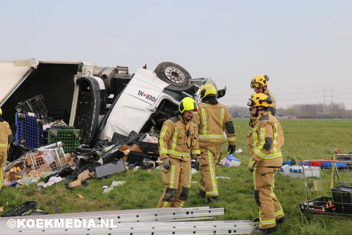Vrachtwagenchauffeur overleden na ernstig ongeval Schipluiden.