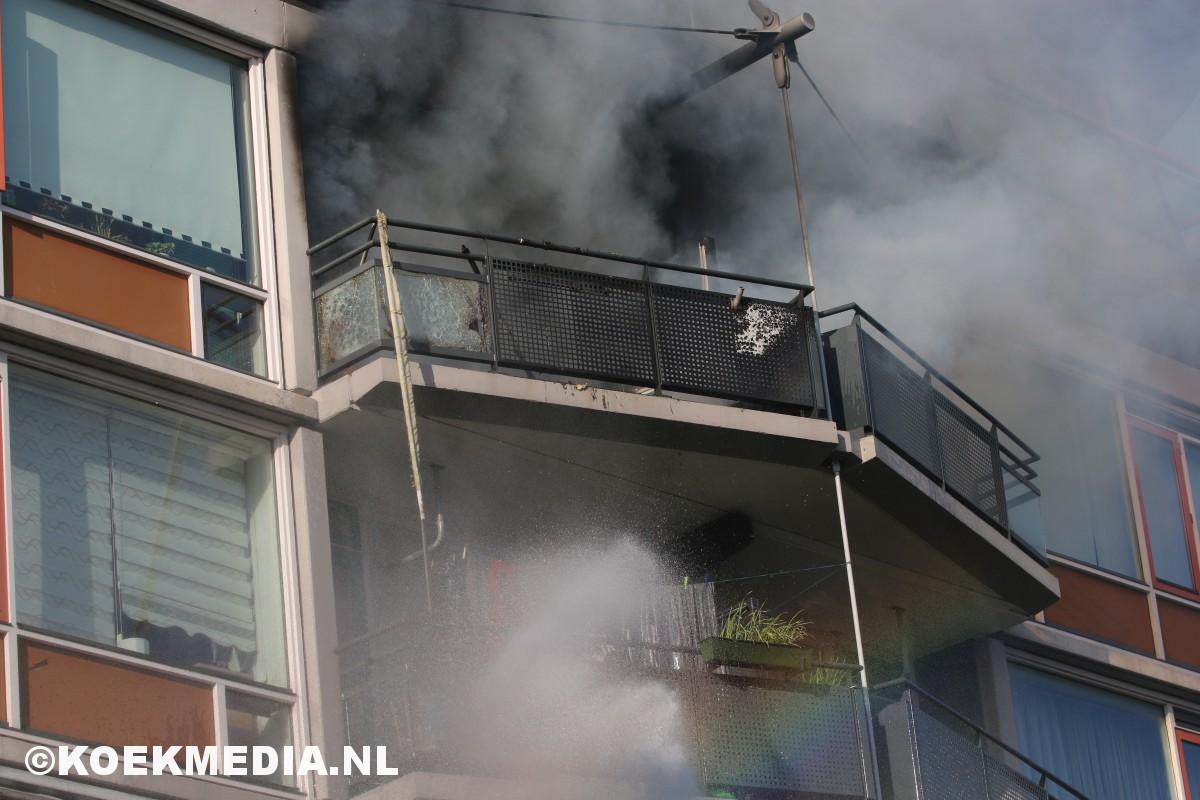 Uitslaande brand in flat Mozartlaan Maassluis.