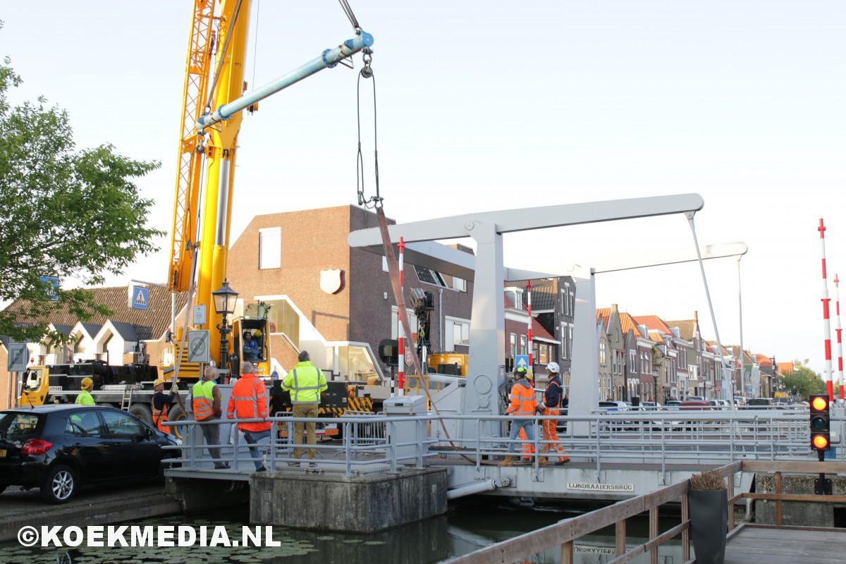 Maassluis- Lijndraaiersbrug valt naar beneden.